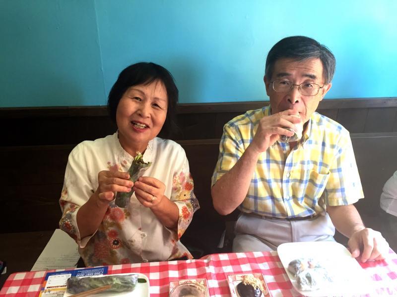 ベトナム料理食事中3
