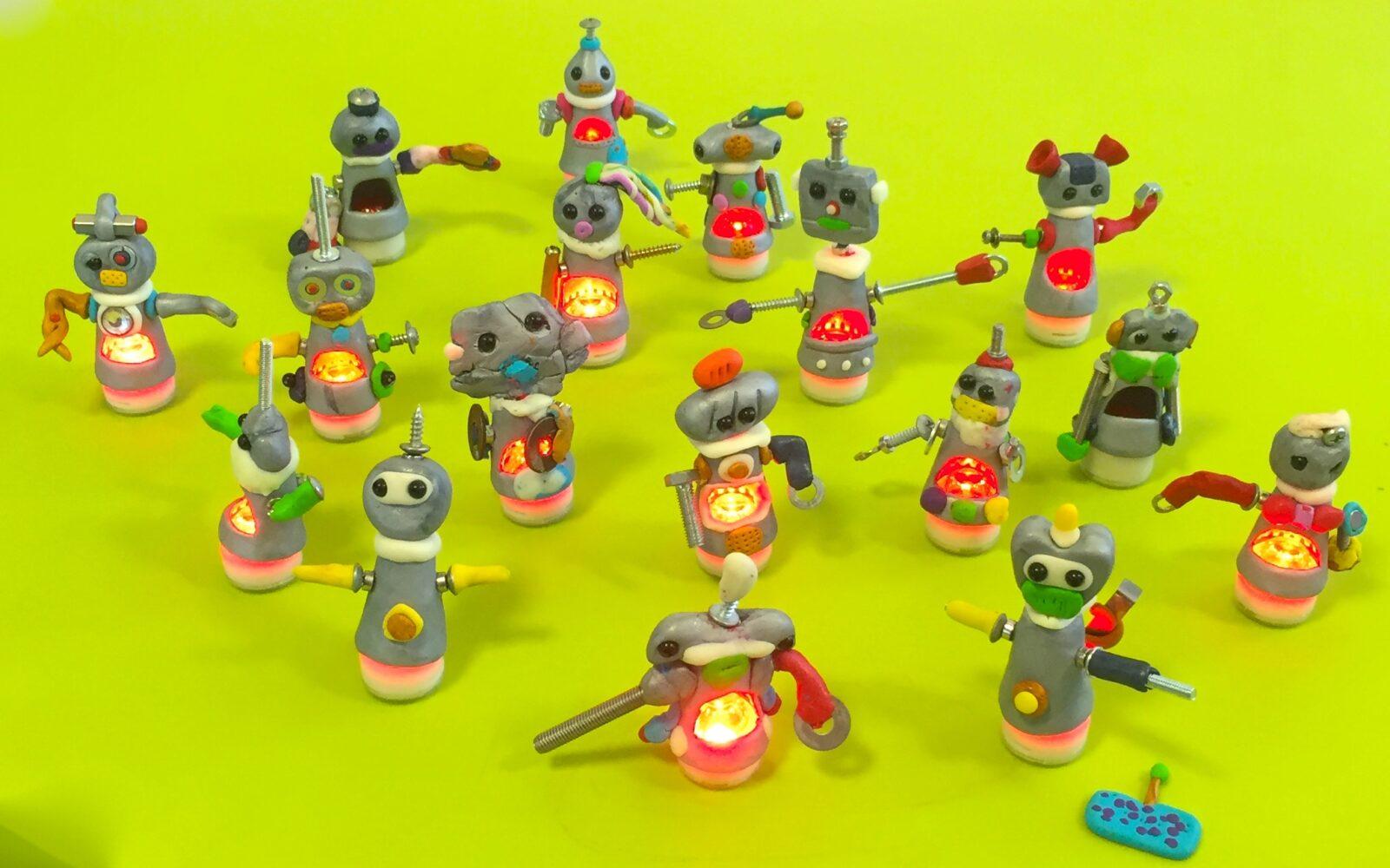 ポリマークレイ光るロボットを作ろうできたよロボット集合写真